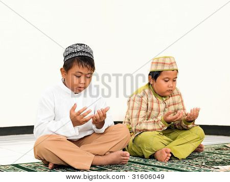 Muslim Kids Praying