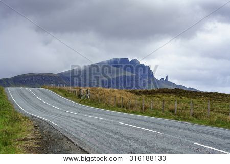 Beautiful Scenic Route Viewing The Old Man Of Storr , Isle Of Skye , Scotland