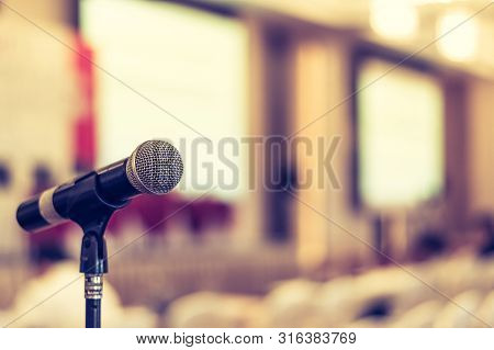 Microphone Voice Speaker In Business Seminar, Speech Presentation, Town Hall Meeting, Lecture Hall O