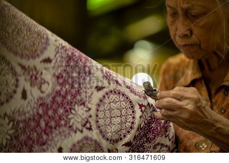 August 11 2019, Surakarta Indonesia : Woman Making Batik With Close Up Hand To Make Batik On The Fab