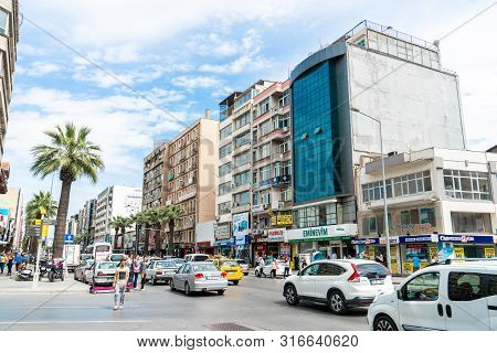 Izmir, Turkey - 25 May 2019: Izmir Cityscape With Traffic Jam, Local People And Shopping Market Plac