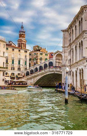 Rialto Bridge (ponte Di Rialto) - Venice, Veneto, Italy, Europe