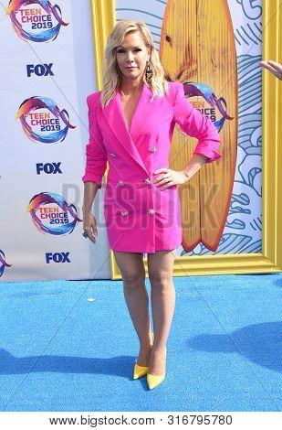 LOS ANGELES - AUG 11:  Jennie Garth arrives for the 2019 Teen Choice Awards on August 11, 2019 in Hermosa Beach, CA