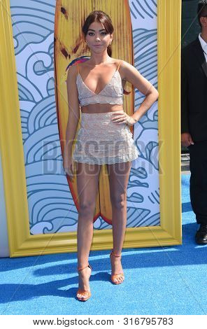 LOS ANGELES - AUG 11:  Sarah Hyland arrives for the 2019 Teen Choice Awards on August 11, 2019 in Hermosa Beach, CA
