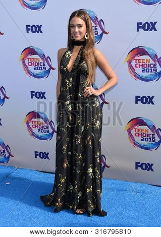 LOS ANGELES - AUG 11:  Jessica Alba arrives for the 2019 Teen Choice Awards on August 11, 2019 in Hermosa Beach, CA