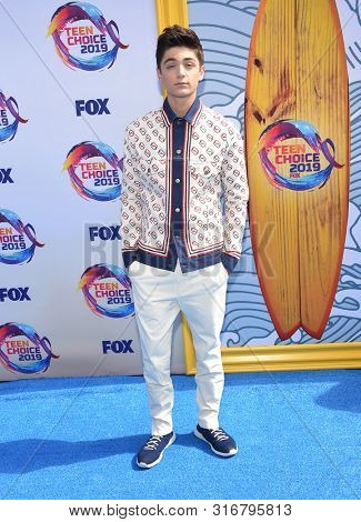 LOS ANGELES - AUG 11:  Asher Angel arrives for the 2019 Teen Choice Awards on August 11, 2019 in Hermosa Beach, CA