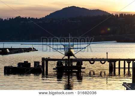 float plane at the dock of mountain lake