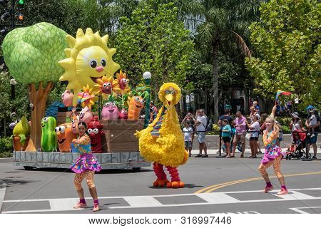 Orlando, Florida. August 07, 2019 Big Bird And Dancing Girls In Sesame Street Party Parade In Sesame