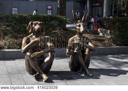 London, Uk - 21 September 2020, Sculptures Of A Rabbit And Dogs Sitting On The Asphalt And Drinking