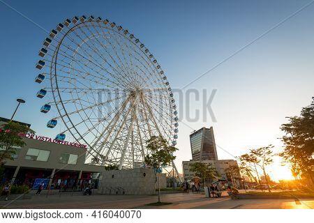 Rio De Janeiro, Brazil - March 21, 2021: Rio Star Ferris Wheel In Revitalized Part Of The City Is 88