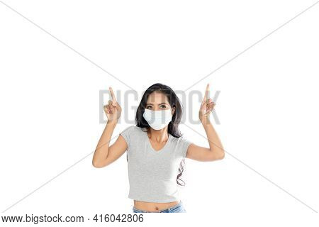 Asian Women Present Products She Pointed To An Empty Area On The Head. She Is Promoting Products On