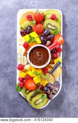 chocolate dipping sauce and fresh fruits