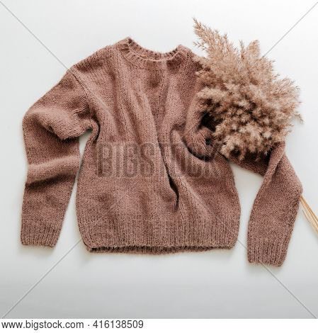 Warm Stylish Homewear Winter Spring Outfit Brown Warm Knitted Sweater With Cortaderia Branch Flower