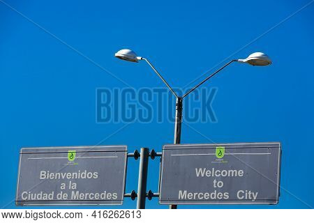 Mercedes City, Uruguay, Nov 25: Welcome Road Sign To Mercedes City With Vintage Street Light And Cle