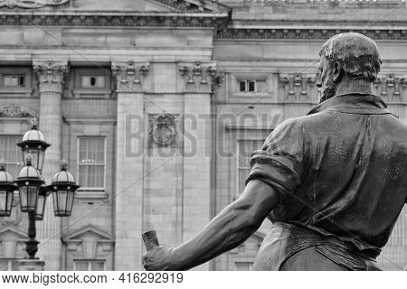 London, United Kingdom - May 21, 2018 : Statue Looking At The Buckingham Palace In London United Kin