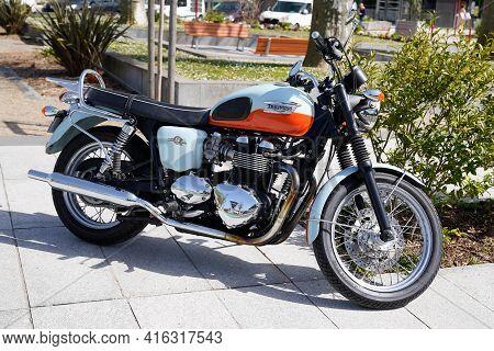 Bordeaux , Aquitaine France - 04 07 2021 : Triumph Bonneville T100 Bonnie 50 Th Anniversary Motorcyc