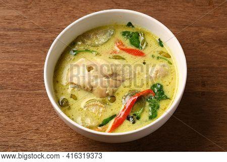 Chicken Drumstick Green Curry In Round Bowl
