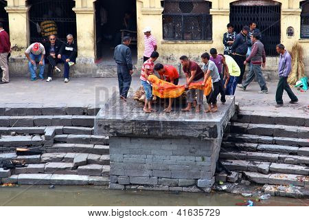 KATHMANDU NEPAL - NOVEMBER 7: Nepalese people preparing burial ceremony in Pashupatinath Temple