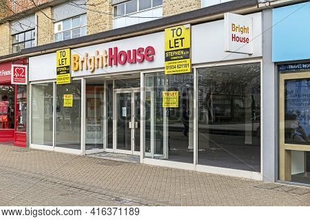 Weston-super-mare, Uk - April 9, 2021: An Empty Brighthouse Shop On The High Street