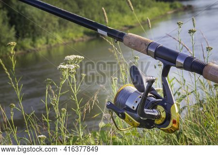 On The Banks Of The Beautiful River Above The Water Feeder Installed - English Fishing Tackle For Ca