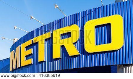 Samara, Russia - April 10, 2017: Metro Cash And Carry Store. Metro Group Is A German Global Diversif