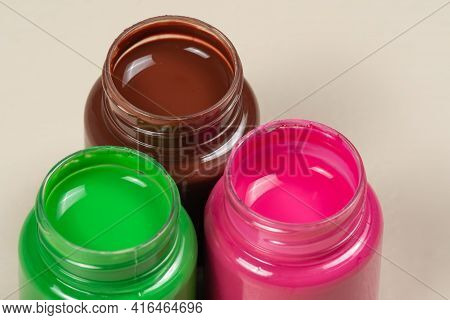 3 Open Gouache Color Paint Glass Opened Cover 1