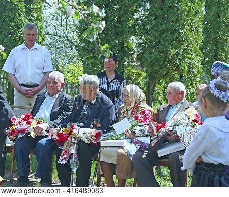 Chernihiv Region - Sosnitsa - Ukraine. 10 May 2010:  Young Children Congratulate The Veterans Of The