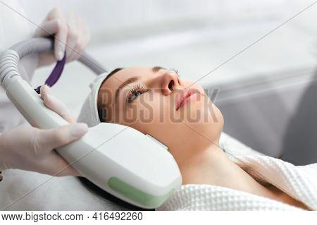 Hardware Cosmetology. Cosmetology Face Procedure. Ultraformer Lifting.