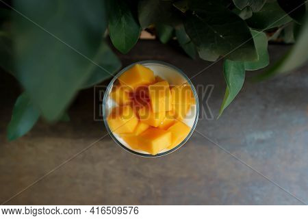 Yogurt And Mango, Yogurt With Mango Topping For Serve