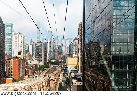 New York City, Usa - June 24, 2018: Mesmerizing View From The Roosevelt Island Tramway. It Is An Aer