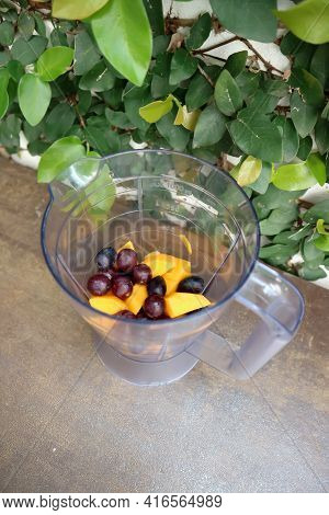 Grape And Mango For Blend, Grape And Mango In Blender For Blend