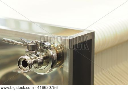 Stainless Steel Lever Driven Valve Assembly On A Plate Stack
