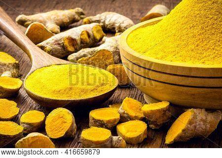 Turmeric Powder, Also Known As Turmeric, Turmeric, Sun Root, Turmeric, Saffron And Yellow Ginger