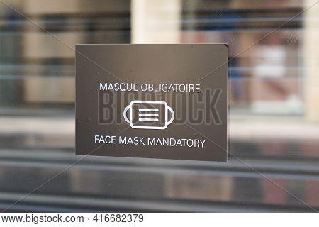 Bordeaux , Aquitaine France - 04 10 2021 : Masque Obligatoire Text French Means Face Mandatory Mask