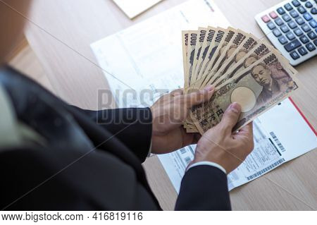 The Boss Was Holding Several Thousand Japanese Banknotes Each. To Pay As A Welfare Fund For Employee