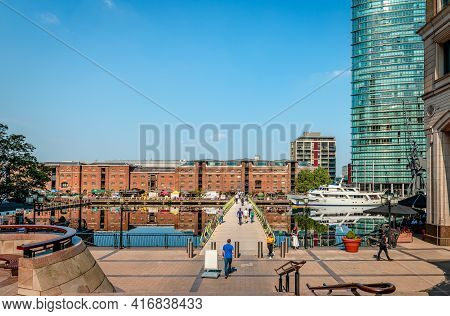 London, Uk - August 23 2019: View Of The West India Quay, The North Dock And The North Dock Pedestri