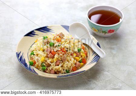 vietnamese fried rice (com chien)