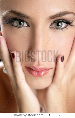 Beautiful Fashion Woman Thinking Expression