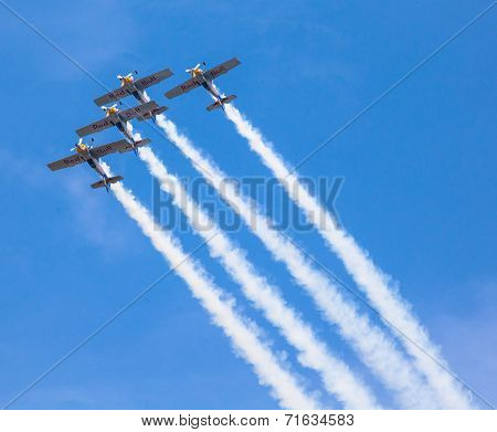 Aerobatic Team Flying