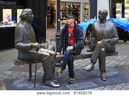 Tourist on the bench with Irish writer Oscar Wilde.