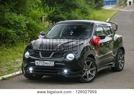 KHABAROVSK, RUSSIA - August 28, 2015 : Nissan Juke   decorated for wedding walk