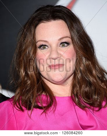 LOS ANGELES - APR 12: Melissa McCarthy arrives to the Cinema Con 2016: Sony Pictures Presentation on April 12, 2016 in Las Vegas, NV.