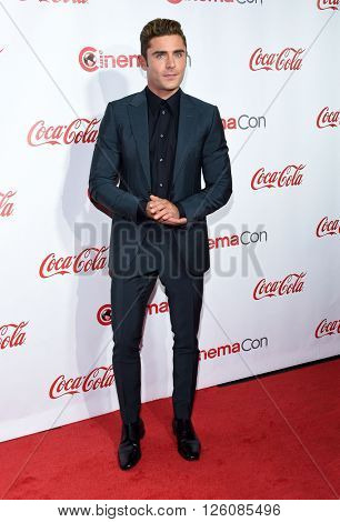 LOS ANGELES - APR 14:  Zac Efron arrives to the Cinema Con 2016: Awards Gala  on April 14, 2016 in Las Vegas, NV.