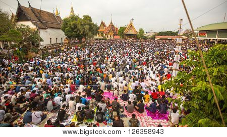 WAT BANG PHRA, THAILAND - MART 19, 2016: Unidentified participants Wai Kroo (Luang Por Phern) Master Day Ceremony at Wat Bang Phra monastery, about 50 km of Bangkok.