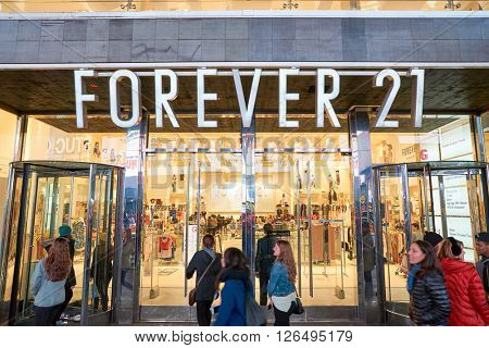 NEW YORK - MARCH 19, 2016: entryway of Forever 21 in New-York. Forever 21 is an American chain of fast fashion retailers with its headquarters in Los Angeles.