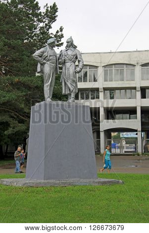 Khabarovsk, Russia - August 16, 2013: Statue Of Lenin Talking To Red Army Soldeir  In Khabarovsk Par