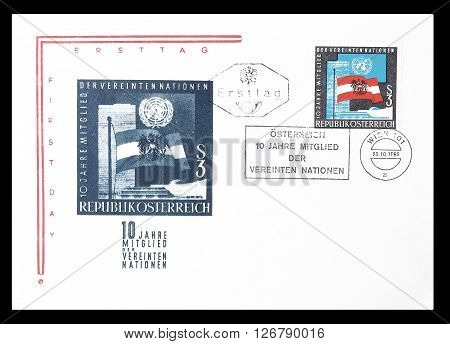 AUSTRIA - CIRCA 1965 : Cancelled First Day Cover letter printed by Austria, that shows Flags of Austria and UNO.