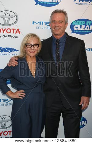 LAS VEGAS - APR 21:  Rachael Harris, Bobby Kennedy Jr at the Keep It Clean Comedy Benefit For Waterkeeper at the Avalon Hollywood on April 21, 2016 in Los Angeles, CA
