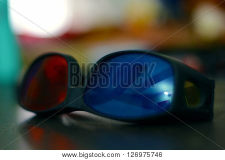 This is a photo of an anaglyph viewer. This is used to see the 3 D anagyph videos.