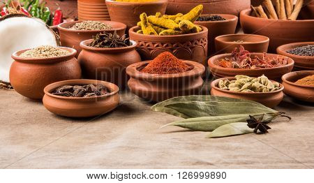 indian spices in terracotta pots, indian colourful spices, group of indian spices, group of spices, india and spices arranged in different size terracotta pots ** Note: Shallow depth of field